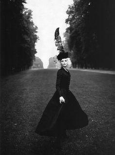 Nadja Auermann by Patrick Demarchelier for Harper's Bazaar October 1994