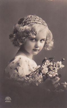 Beautiful Edwardian Romantic Portrait Little Girl di decorables