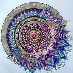 I like how one side is calm and one side is not Mandala Doodle, Mandala Drawing, Mandala Art, Doodle Art, Painting Templates, Color Pencil Art, Hand Art, Aboriginal Art, Woodburning
