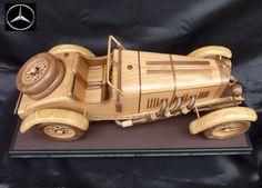 Dřevěný model vozidla Mercedes SSKL 1931