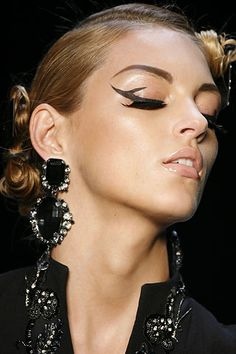 christians, cat eyes, christian dior, black cats, dior cat, eye makeup tips, latest fashion trends, makeup looks, eye liner