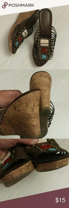Lane Bryan Sommer Sandales/Wedges Good condition. Size 9. Has super cité Stones on top so ut can match à lot if différent colors. Lane Bryant Shoes Wedges