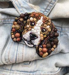 Фотография Bead Crafts, Jewelry Crafts, Jewelry Art, Bead Embroidery Jewelry, Beaded Embroidery, Brooches Handmade, Handmade Jewelry, Beaded Jewelry Designs, Lesage
