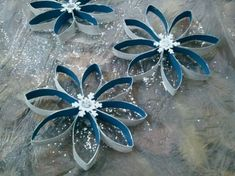 Make unusual Christmas decorations yourself - 42 craft ideas with toilet paper rolls - fancy christmas decorations make christmas star crafts with paper rolls - Paper Towel Roll Crafts, Toilet Paper Roll Art, Rolled Paper Art, Paper Towel Rolls, Toilet Paper Roll Crafts, Paper Ornaments, Snowflake Ornaments, Christmas Ornaments, Snowflake Craft