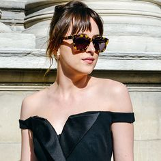 Dakota Johnson e o Óculos de Sol Mais Cool da PFW.