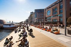 'Stranden' is the first of a multi-stage redevelopment of the precinct known as 'Aker Brygge' in Oslo, Norway. It is part of a greater effort to reinvigorate Oslo's post-industrial waterfront by creating a long p. Landscape Edging, Landscape Plans, Urban Landscape, Landscape Architecture, Architecture Design, Oslo, Design Hotel, Urban Furniture, Contemporary Landscape