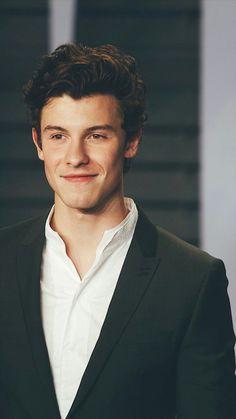 His smile is the reason of my death Beautiful Boys, Pretty Boys, Kj Apa Riverdale, Fangirl, Shawn Mendas, Shawn Mendes Cute, Mendes Army, Chon Mendes, Shawn Mendes Wallpaper