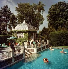 slim aarons, 'family pool,' circa Mrs A Watson Armour III (Jean Schweppe) with friends and family enjoying the pool on their estate at Lake Forest, Illinois. A Wonderful Time - Slim Aarons (Photo by Slim Aarons/Getty Images) Piscina Spa, Slim Aarons, My Pool, Pool Cabana, Pool Backyard, Beach Pool, Outdoor Pool, Pool Landscaping, Beach Relax