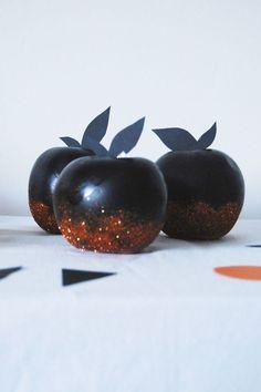 Des pommes peintes dignes des contes de fées ? Une déco Halloween originale !