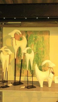 Nordisk Ged i makemake,  cement og jern. Have dekoration, have design se mere på https://www.facebook.com/groups/art.visten/?fref=ts# direkte salg fra eget værksted. hønsehold, høns, hane, kyllinger, brune høns, hvide høns, bur, perlehøns, høne, Art Visten, kunsthåndværk, Løkken, Lønstrup, Hirtshals, dyr i haven, Tornby, strand, garden, have, havekunst, kunst. ged, juleged, gedebuk, gedekid.