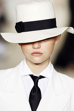 Gemma Ward in, Summer traveling hat.
