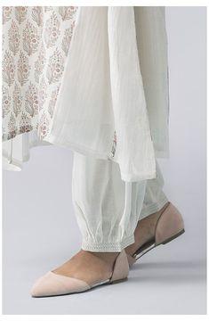 Sleeves Designs For Dresses, Dress Neck Designs, Stylish Dress Designs, Blouse Designs, Sleeve Designs, Latest Salwar Kameez Designs, Kurta Designs Women, Pakistani Dresses Casual, Pakistani Dress Design
