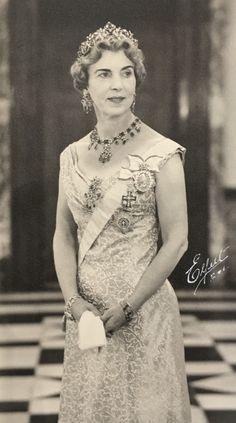 Queen Ingrid in the emerald parure