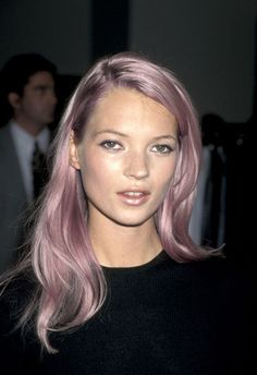 Kate moss pink hair and shimmer lipstick combo kate moss, Celebrity Hairstyles, Cool Hairstyles, Scene Hairstyles, Corte Y Color, Grunge Hair, Purple Hair, Green Hair, Violet Hair, Belle Photo