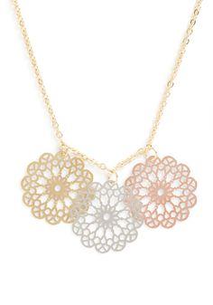 pizzelle trio necklace :: wishlist worthy!