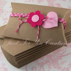 Pillow Box Packaging Set - 10 Kraft Pillow Boxes, 10 Felt Flowers, 10 Gift Tags and 20 yd Baker's Twine. $10.50, via Etsy.