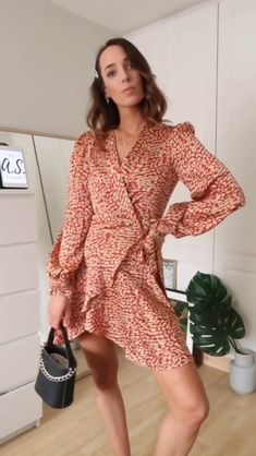 Summer accessories Outfit video from Andrew Page Stylish Dresses, Modest Dresses, Simple Dresses, Dresses For Work, Outfits Mujer, Dress Outfits, Fashion Dresses, Glamour Fashion, Kurta Neck Design