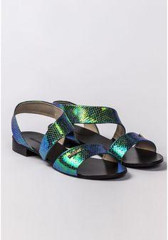 Sandały z opalizującym połyskiem