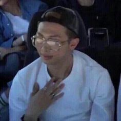 memes hilarious can't stop laughing . memes about relationships . memes to send to the group chat . Bts Memes Hilarious, Stupid Memes, Funny Relatable Memes, Dankest Memes, Bts Funny, Desi Memes, Namjoon, Taehyung, Bts Meme Faces