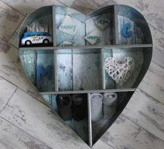 leuk kraamkado. zink hart van de ation en de achterkant beplakt. geboorte kaartje komt nog in het lege vakje en allemaal leuke dingetjes toegevoegd
