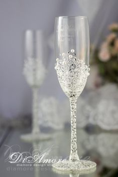 White and Silver Personalized Wedding Set Champagne Flutes, Wedding Toasting Flutes Set, Flute Engraved Champagne Glasses, Server Gift Set Wedding Champagne Flutes, Wedding Glasses, Champagne Glasses, Wedding Cups, Wedding Toasts, Wedding Set, Wedding Bells, Flautas, Wine Glass Crafts