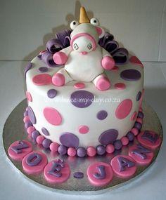 Despicable me unicorn cake.jpg 772×933 pixels
