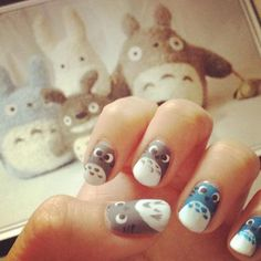 Totoro nails! I wouldn't wear this... but it's Totoro, and Totoro always rocks.