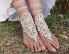 bridal anklet champagne gold by JasmneAccessores Lace Weddings, Wedding Lace, Crochet Barefoot Sandals, Bare Foot Sandals, Beach Sandals, Cute Wedding Ideas, Irish Lace, Female Feet, Wedding Beauty