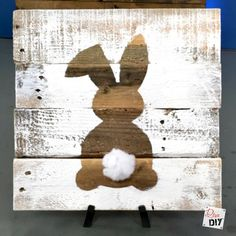 Easter Decorations: How to Make Bunny Art Rustic reclaimed wood signs are all the rage! Using pallet wood for the sign makes these signs a cheap and easy DIY to add to your Easter Decorations. Hoppy Easter, Easter Bunny, Easter Eggs, Spring Crafts, Holiday Crafts, Wood Pallets, Pallet Wood, Pallet Boards, Pallet Benches
