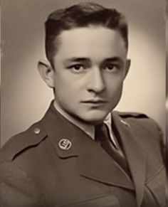 Johnny Cash as an Air Force Radio Intercept Operator in West Germany: Plus the German Versions of Johnny Cash Recordings in the Although Johnny Cash and Elvis Presley knew each ot Young Johnny Cash, Johnny Cash June Carter, Johnny And June, Johnny Cash Tattoo, Nashville, Country Music Stars, Country Music Singers, Country Musicians, Willie Nelson