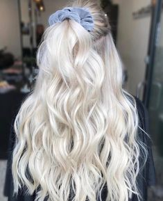 Find 59 examples of platinum blonde hair color shades to rock, as well as the best platinum hair dye kits to achieve the perfect icy hair at home! Blonde Hair Colour Shades, Platinum Blonde Hair Color, White Blonde Hair, Light Blonde Hair, Blonde Hair Looks, Platinum Blonde Hairstyles, Blonde Hair Outfits, Blonde Long Hair, Platnium Blonde Hair