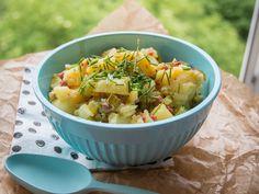 Dieser Kartoffelsalat ist frisch,leicht unt deftig. Eine optimale Kombination für laue Grillabende im Sommer. Hier mein Lieblings Kartoffel Salat Rezept.