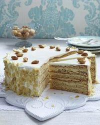 Das Rezept für Buttercreme-Torte mit gebrannten Mandeln und weitere kostenlose Rezepte auf LECKER.de