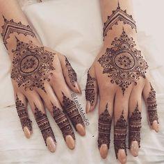Beautiful mendhi on bride's hands