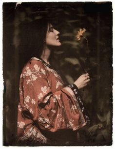 #Edwardian #Opulence Alvin Langdon #Coburn (1882-1966), Woman in a Kimono with Sunflower, 1908 The Royal Photographic Society Collection at the National Media Museum, Bradford