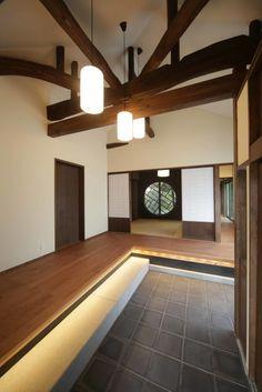 spaceのデザイン:「牟礼の家」(古民家リノベーション) 玄関をご紹介。こちらでお気に入りのspaceデザインを見つけて、自分だけの素敵な家を完成させましょう。