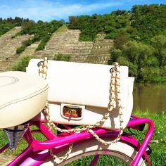 pegasus-bike-love-moschino-bag-bike-tour