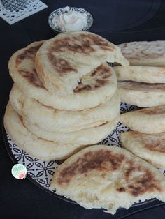 Pain version 2 encore plus moelleux – Amel Délices Pakistani Desserts, Morrocan Food, Dacquoise, Ramadan Recipes, Chapati, Arabic Food, Naan, Food To Make, Good Food