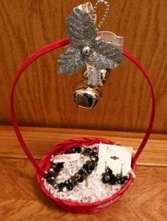 Sparkly jewelry set will look great at Christmas parties!