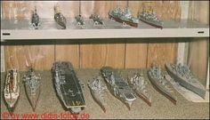 "Flotte 2.WK (oben: Kreuzer HMS ""Ajax"", Zerstörer HMS ""Campeltown"", Kreuzer HMS ""Belfast"", Kreuzer HMS ""Suffolk"") (unten: Passagierschiff RMS ""Mauretania"", Schlachtschiff HMS ""Hood"", Träger USS ""Midway"", ""?"", Träger HMS ""Ark Royal"", Schlachtschiff HMS ""Warspite"", Schlachtschiff HMS ""King George V."")"