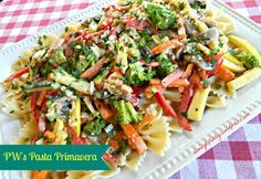 Pasta Primavera is a very colorful veggie pasta dish. Color is very important when it comes to food. We first taste food with our eyes. Pasta Primavera, Pioneer Woman Pasta, Pioneer Woman Recipes, Pioneer Women, Vegetable Recipes, Vegetarian Recipes, Cooking Recipes, Healthy Recipes, Vegetable Dishes