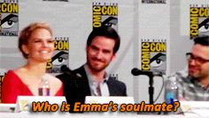 Colin and Jennifer at their best. Funny Comic con once upon a time Captain Hook and Emma swan humor. Best Tv Shows, Best Shows Ever, Favorite Tv Shows, Movies And Tv Shows, Captain Swan, Captain Hook, Bellarke, Malec, Delena