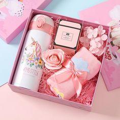 Flower Box Gift, Pink Gift Box, Baby Gift Box, Diy Baby Gifts, Diy Gifts For Friends, Pink Gifts, Cute Gift Boxes, 16th Birthday Gifts, Birthday Gift For Wife