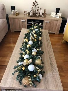 Christmas Table Decorations By London Designer Florist. Xmas Table Decorations, Christmas Table Centerpieces, Christmas Table Settings, Decoration Table, Handmade Decorations, Pool Noodle Christmas Wreath, Pool Noodle Wreath, Pool Noodle Crafts, Crafts With Pool Noodles