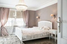 wohnideen schlafzimmer romantisch weiblich gardinen leuchter wandlampen