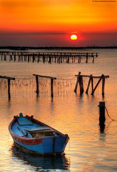 Sunset at Songkhla Lake – Songkhla – Nature Beauties Foto Nature, Landscape Photography, Nature Photography, Boat Art, Float Your Boat, Old Boats, Beautiful Sunrise, Belle Photo, Beautiful Landscapes