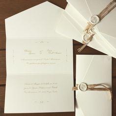 Wedding invitations with sealing wax - Modelli - partecipazioni matrimonio - Wedding Card Design, Wedding Cards, Wedding Day, Wedding Ring, Destination Wedding Invitations, Wedding Planner, Wax Seals, Wedding Flowers, Place Card Holders