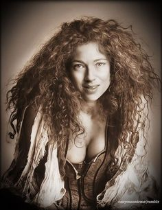 A wild and attractive River. Beautiful Celebrities, Most Beautiful Women, Beautiful Actresses, Amazing Women, Alex Kingston, Tardis, Doctor Who Companions, Actrices Sexy, Bollywood