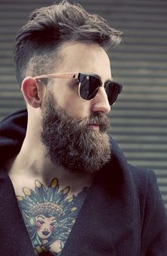 Let's cover in this thread the hipster beard. As some of you will know, the hipster beard is a relatively new beard style; it is actually complemented with side swept hair or similar and the beard is Natural Beard Growth, Natural Beard Oil, Beard Growth Oil, Hipster Bart, Estilo Hipster, Perfect Beard, Beard Love, Full Beard, Bart Tattoo