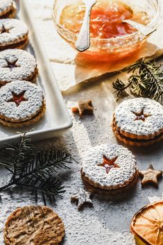 These spiced linzer cookies with clementine marmalade are great for anyone who d… – 80 Days Restaurant Holiday Cookie Recipes, Holiday Cookies, Holiday Baking, Christmas Baking, Christmas Cupcakes, Christmas Treats, Linzer Cookies, Cookie Box, Banana Recipes